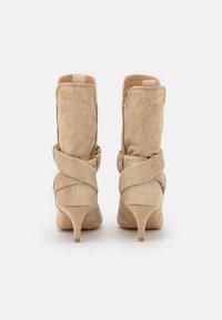 Liu Jo Jeans - KATIA BOOT  - Boots - camel - 3