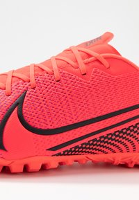 Nike Performance - MERCURIAL VAPOR 13 ACADEMY TF - Astro turf trainers - laser crimson/black - 5