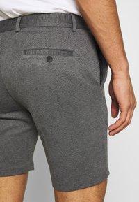 Jack & Jones - JJIPHIL CHINO - Shorts - grey melange - 5