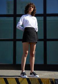 adidas Originals - NIZZA PLATFORM - Joggesko - core black/footwear white - 1