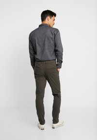 Selected Homme - SHHONE LUCA PHANTOM PANTS - Chinos - phantom - 2