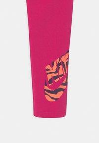 Nike Sportswear - FAVORITES FILL - Leggings - fireberry - 2