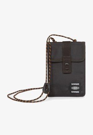 SAMSOE CULLEN - Across body bag - samsøe black