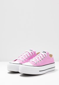 Converse - CHUCK TAYLOR ALL STAR LIFT SEASONAL - Sneakers laag - peony pink/white/black - 4
