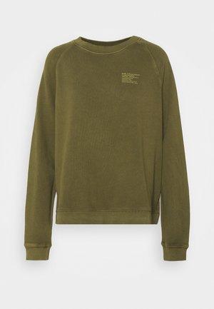 RAGLAN LONGSLEEVE SLITS AT SIDESEAM CHEST PRINT - Sweatshirt - burnished logs