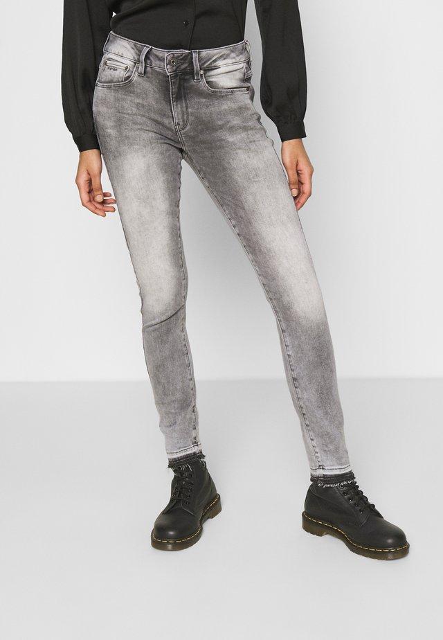 MID SKINNY ANKLE - Skinny džíny - faded seal grey