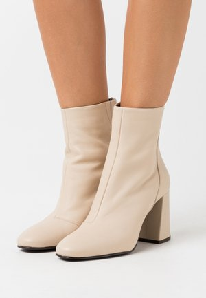 VMCILLA BOOT - High heeled ankle boots - beige