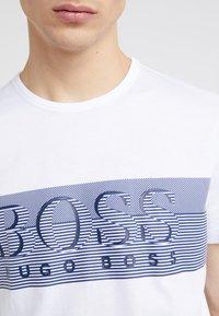 BOSS - TEE - Print T-shirt - white - 6