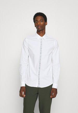 SHADOW LOGO TAPE SHIRT - Formal shirt - bright white
