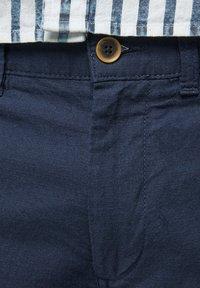 Jack & Jones - JJILINEN JJCHINO - Shorts - navy blazer - 3