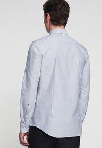 Seidensticker - SMART BUSINESS SLIM FIT - Shirt - llight blue/white - 1