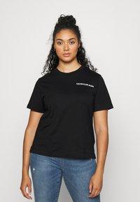 Calvin Klein Jeans Plus - PLUS VERTICAL LOGO TEE - Print T-shirt - black - 2