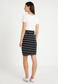 Zalando Essentials Maternity - Pencil skirt - black/off white - 2