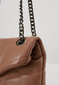 Pieces - PCJULY CROSS BODY KEY - Across body bag - tobacco brown - 4
