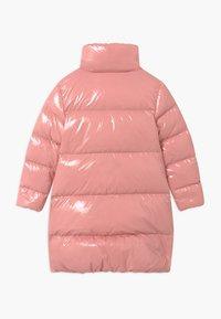 Calvin Klein Jeans - GLOSSY  PUFFER  - Kabát zprachového peří - pink - 1