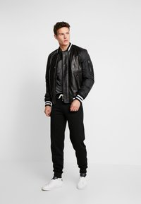 Pier One - Tracksuit bottoms - black - 1