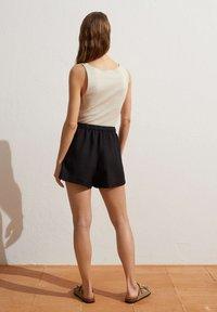 OYSHO - Shorts - black - 2