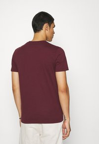 Abercrombie & Fitch - ICON 3 PACK - Basic T-shirt - burgundy/blue/green - 2