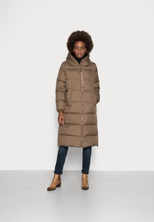 PUFFER COAT FIX HOOD WELT POCKETS BACKPACK STRAPS  - Down coat - nutshell brown