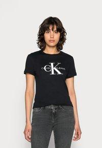 Calvin Klein Jeans - CORE MONOGRAM LOGO - T-shirts med print - black - 0