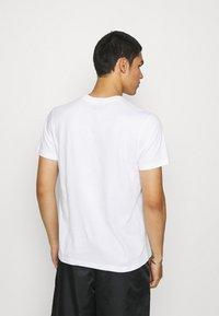 STAPLE PIGEON - TEE UNISEX - Print T-shirt - white - 2