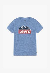 Levi's® - GRAPHIC TEE - T-shirts print - mottled light blue - 0