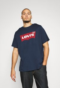 Levi's® Plus - BIG GRAPHIC TEE - T-shirt print - dress blues - 1