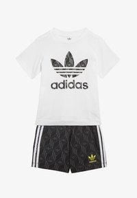 adidas Originals - SHORTS AND TEE SET - Shorts - white - 0