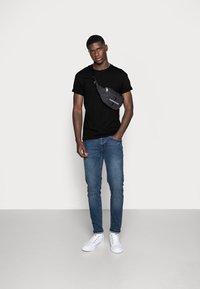 Topman - SKIN SLUB  - T-shirt - bas - black - 1