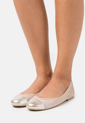 AMI ANGELIS - Ballet pumps - tino tan/mikenas