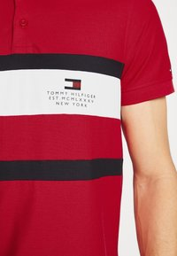 Tommy Hilfiger - CHEST STRIPE  - Polo shirt - primary red - 4