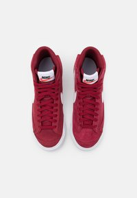 Nike Sportswear - BLAZER MID '77 UNISEX - Zapatillas altas - team red/white/black - 3