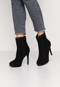 Nly by Nelly - STUDDED PLATFORM BOOT - High heeled ankle boots - black - 0