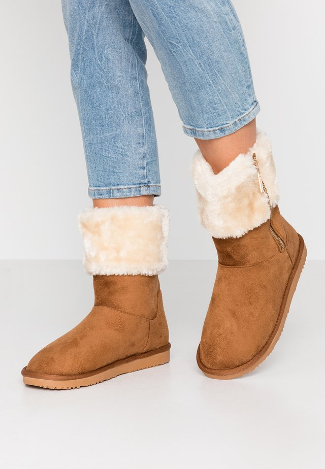 ROMANA - Classic ankle boots - tan