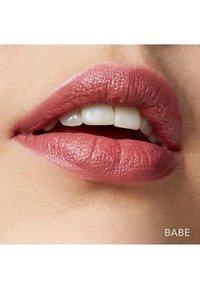 Bobbi Brown - MINI CRUSHED LIP COLOR - Pomadka do ust - babe - 1