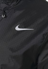 Nike Performance - ESSENTIAL JACKET - Běžecká bunda - black - 5