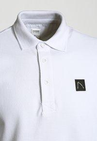 CHASIN' - PLAYER-B - Polo shirt - white - 2