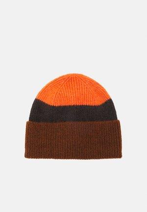 HAT - Huer - brown