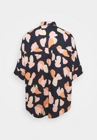 Monki - LUCA BLOUSE - Button-down blouse - blue dark/rosefeathers - 1
