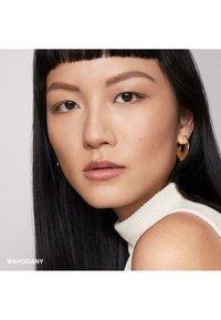 Bobbi Brown - PERFECTLY DEFINED LONG WEAR BROW PENCIL - Eyebrow pencil - 6e5f56 mahogany - 1