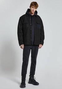 PULL&BEAR - Zimní bunda - black - 1