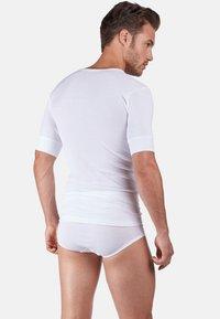 Huber Bodywear - DE LUXE - Undershirt - white - 1
