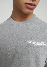 Napapijri - SOLE GRAPHIC - Print T-shirt - medium grey melange - 3
