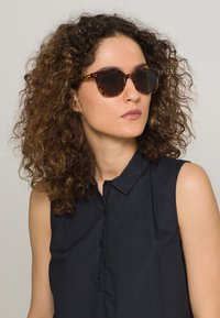 Komono - RENEE - Sunglasses - giraffe - 1
