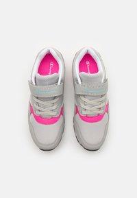 Champion - LOW CUT SHOE ERIN UNISEX - Sportovní boty - light grey - 3