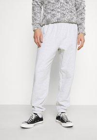 GAP - FRENCH TERRY JOGGER - Teplákové kalhoty - white heather - 0