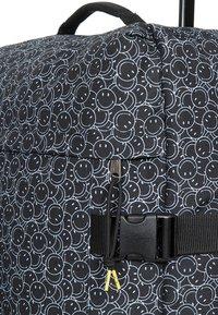 Eastpak - IBTWO X  - Wheeled suitcase - black - 4