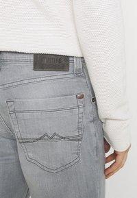 Mustang - WASHINGTON - Slim fit jeans - denim grey - 5