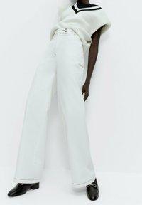 Uterqüe - Flared Jeans - white - 0