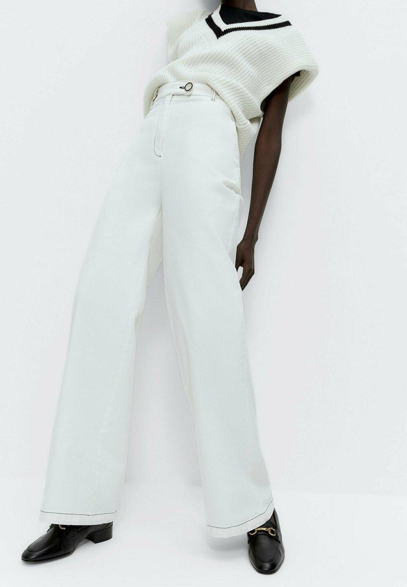 Uterqüe - Flared Jeans - white